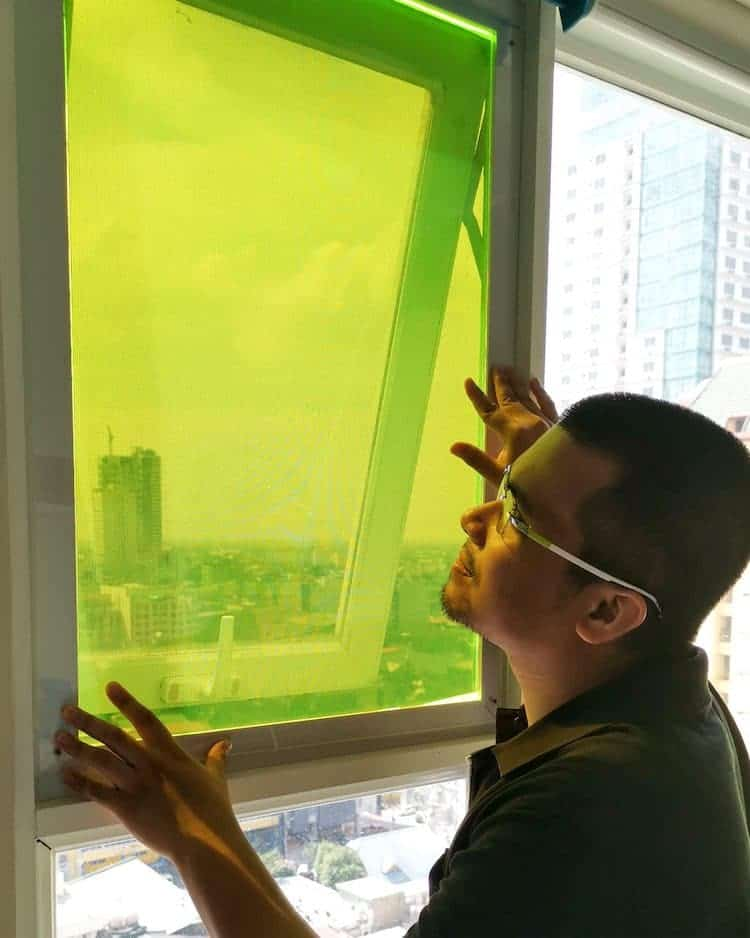 Un estudiante crea ingeniosos paneles solares hechos con desechos de alimentos que pueden seguir recolectando luz incluso durante los días nublados