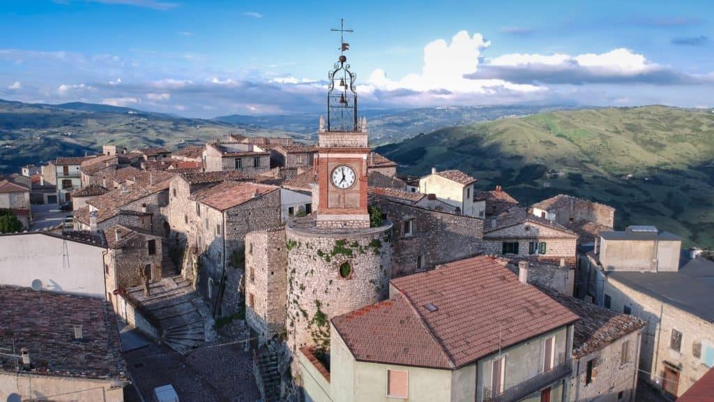 La localidad italiana de Castropignano se suma a la lista de aquellas que subastan casas por 1 euro