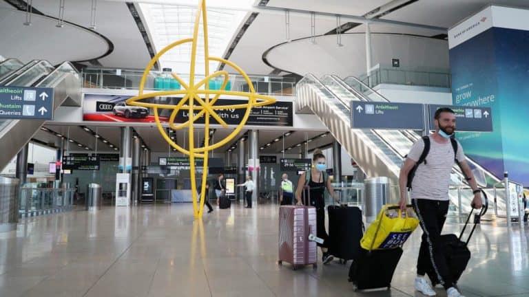 Las personas que viajen a Irlanda podrán reducir su cuarentena de 14 días a 5 con un test negativo de COVID-19