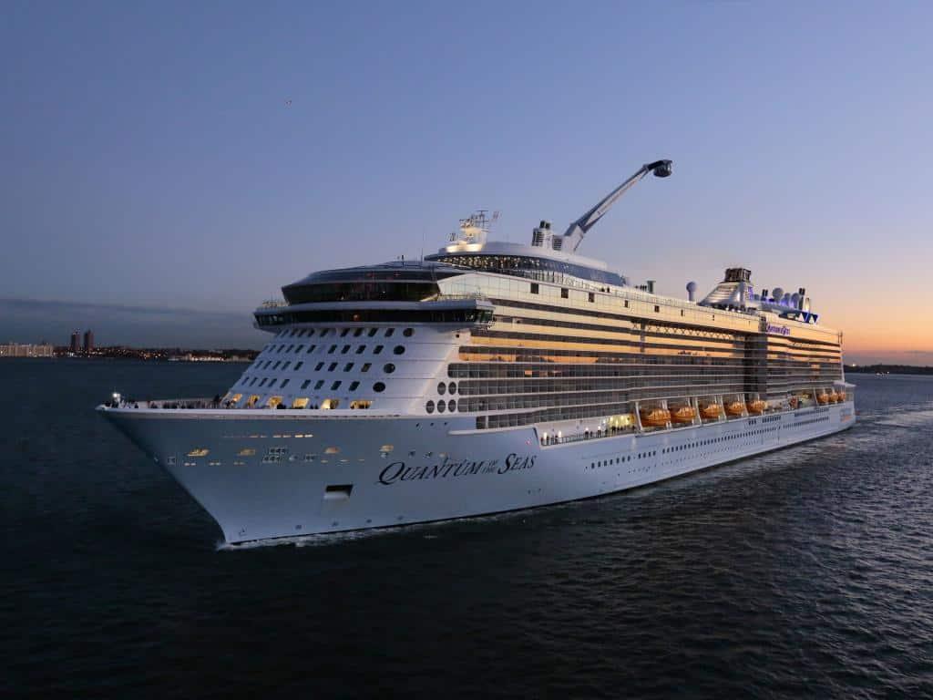 """Royal Caribbean completó su primer viaje con """"destino a ninguna parte"""" en Singapur"""