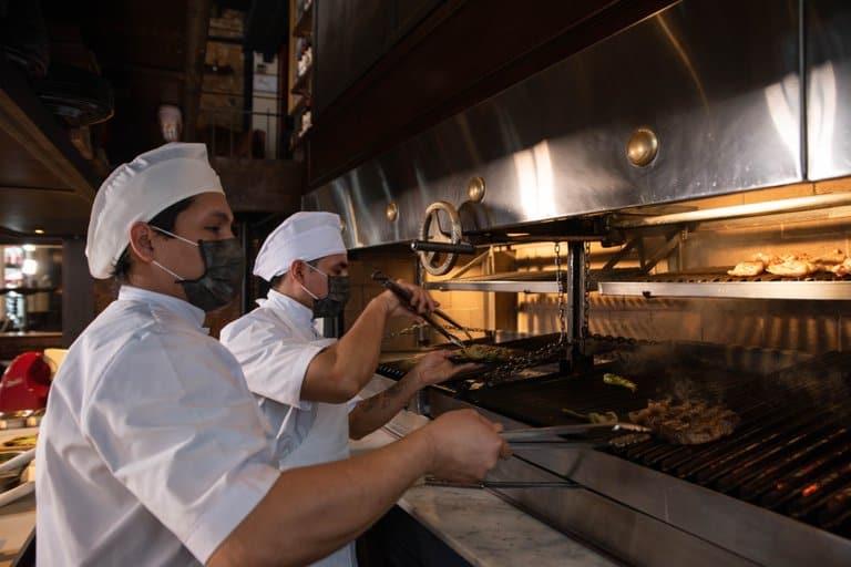"""Parada obligada en Buenos Aires: """"Don Julio"""", una imperdible parrilla argentina elegida como el mejor restaurante de América Latina"""