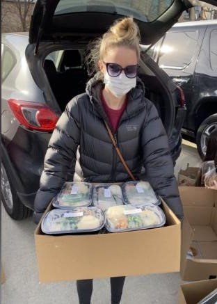 Una pareja de Chicago canceló su boda y utilizó el dinero del catering para comprar viandas para personas en situación de necesidad