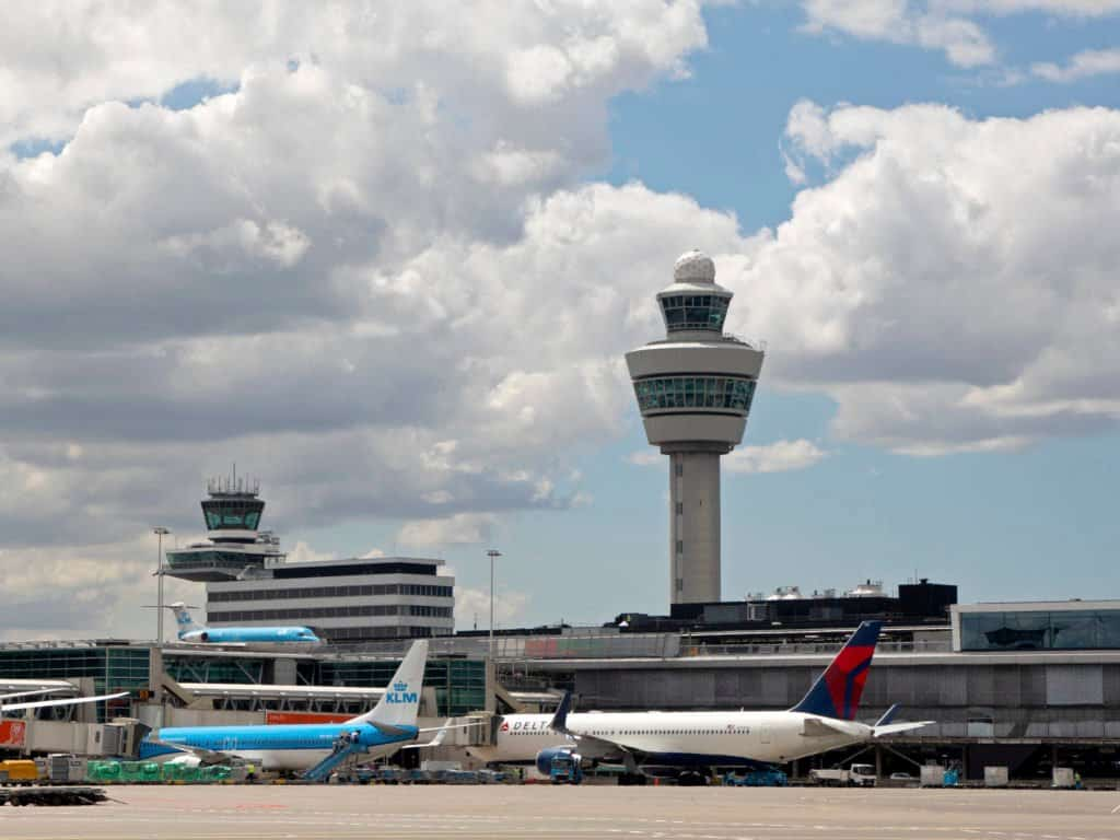 Delta lanza un programa de testeo para que personas que viajan desde Atlanta, EE. UU., a Ámsterdam puedan saltearse la cuarentena obligatoria
