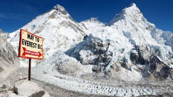 Tras años de polémicas y versiones encontradas, Nepal y China fijan la altura del monte Everest en unos 8.848,86 metros