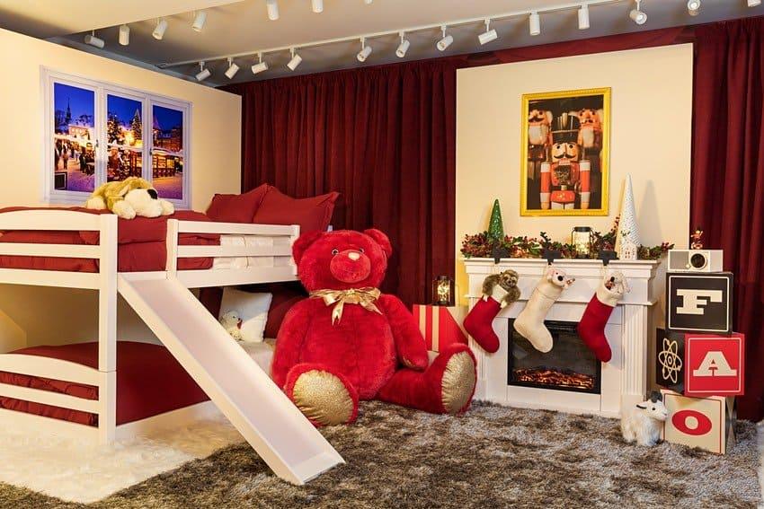 La famosa juguetería de 'Mi pobre angelito' colabora con Airbnb para ofrecer una experiencia increíble