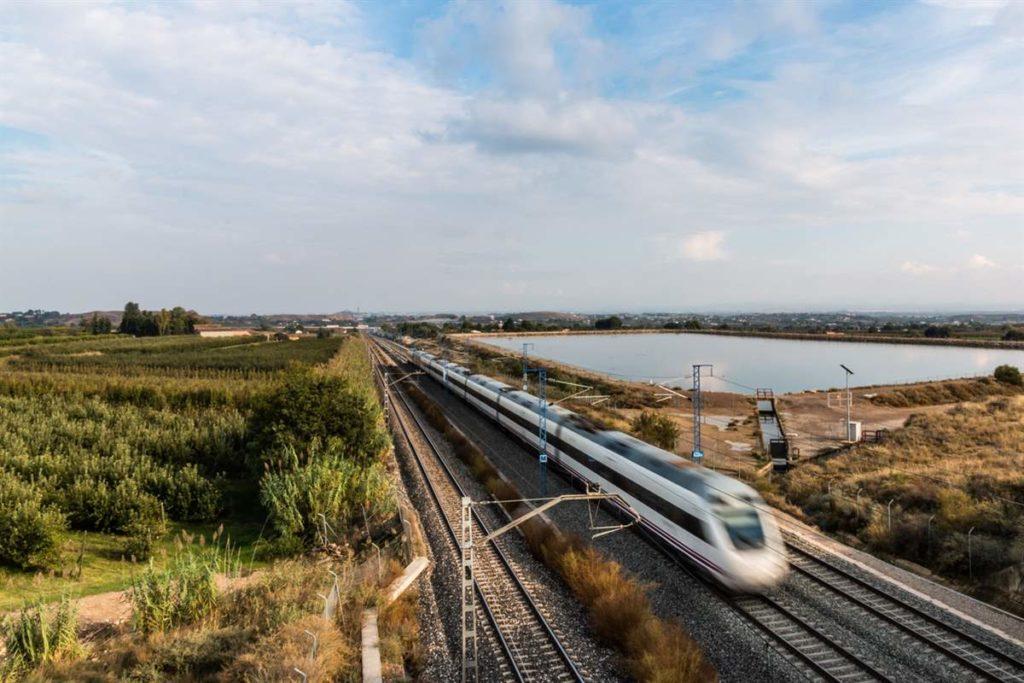 Operadores ferroviarios nacionales de Alemania, Austria, Francia y Suiza se juntan para lanzar varias rutas de trenes nocturnos que unen 13 destinos europeos