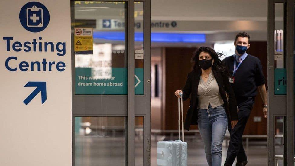 El Reino Unido reduce el período de cuarentena para las personas que vuelven de viaje