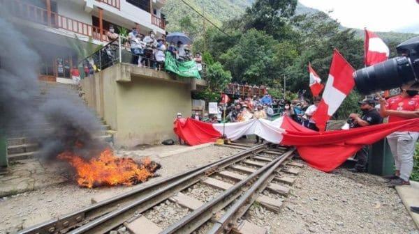 """Manifestantes Bloquearon Completamente El Acceso A Machu Picchu """"Hasta Nuevo Aviso"""""""
