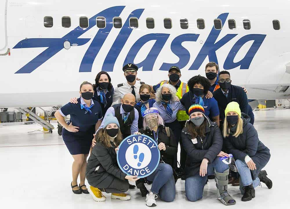 La tripulación de Alaska Airlines creó un video musical para mostrar cuáles son las medidas de seguridad implementadas contra el COVID-19