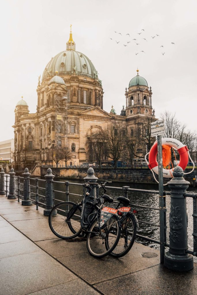 ciudades del mundo para visitar en bicicleta ming han low uzD3i2D Muw unsplash 1