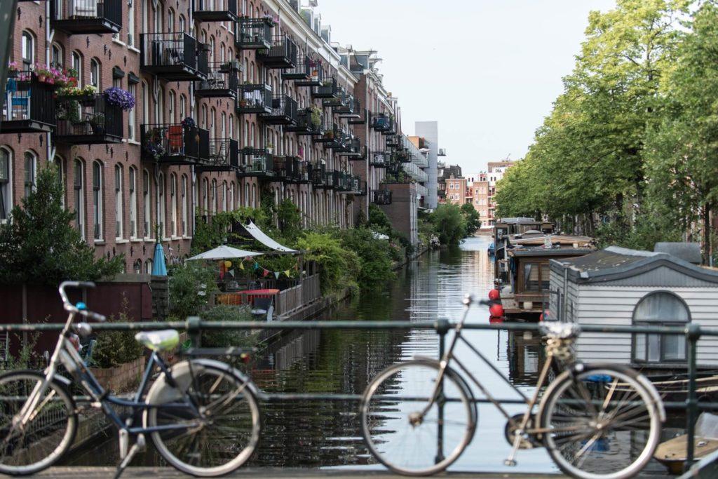 ciudades del mundo para visitar en bicicleta daniel klein kR45TJdbu6E unsplash 1