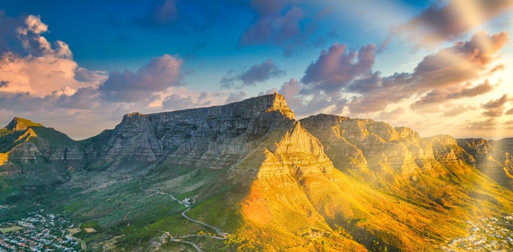 Sudáfrica toma nuevas medidas para frenar la cantidad de contagios de COVID-19 y continuar permitiendo el ingreso de turistas
