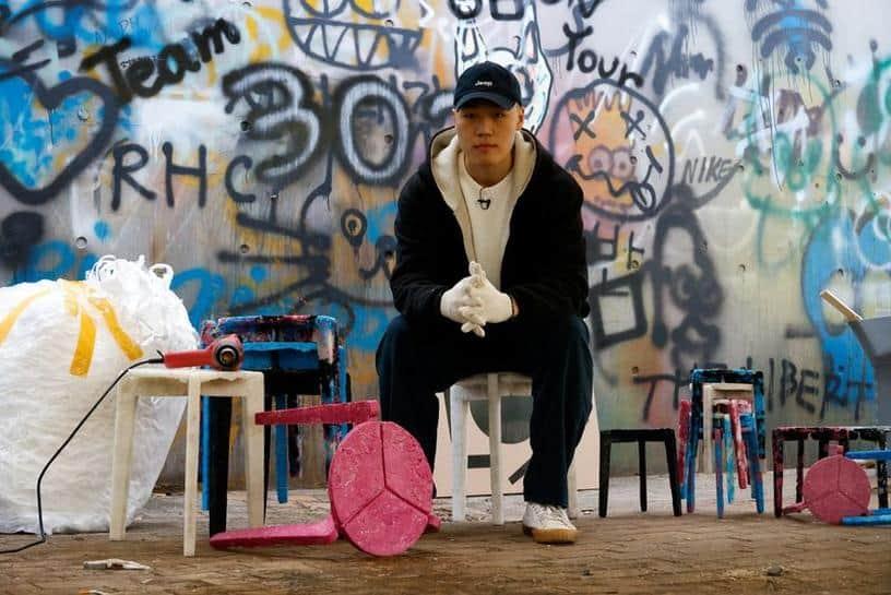 Un estudiante de diseño de Corea del Sur crea taburetes reciclando mascarillas descartables