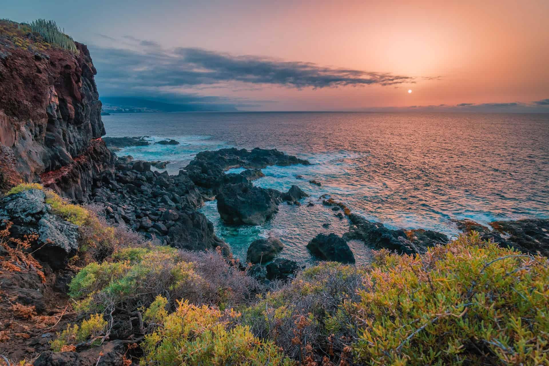 Tenerife cierra sus fronteras pero permitirá el ingreso de turistas que tengan reservas en un alojamiento turístico