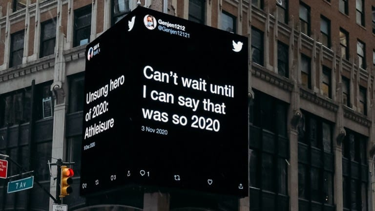 sentido del humor Twitter anuncia en la via publica los tweets reales de usuarios que usaron el sentido del humor para afrontar este 2020 7
