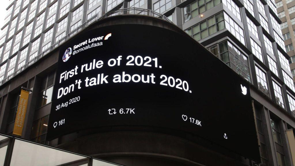 sentido del humor Twitter anuncia en la via publica los tweets reales de usuarios que usaron el sentido del humor para afrontar este 2020 6