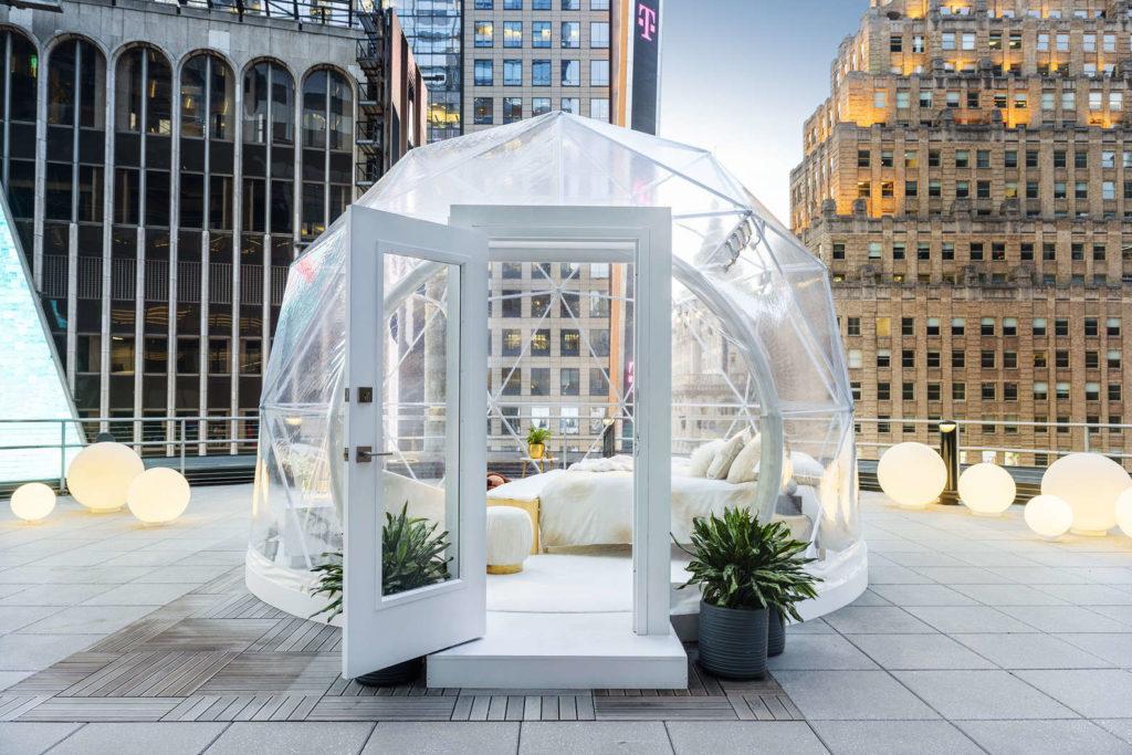 Imagen Experiencia De Airbnb Dormir En Una Burbuja En Times Square Es La Nueva Experiencia De Airbnb Para Las Fiestas Que Podria Volverse Furor El Resto Del Ano 1
