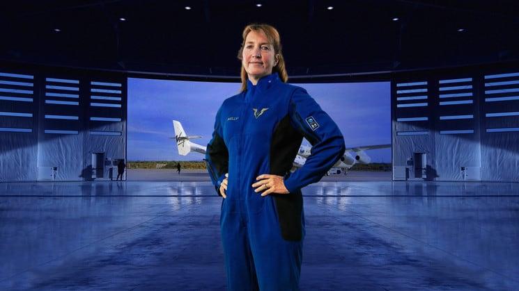 Presentan los trajes espaciales para los pilotos que viajarán en el primer vuelo comercial al espacio