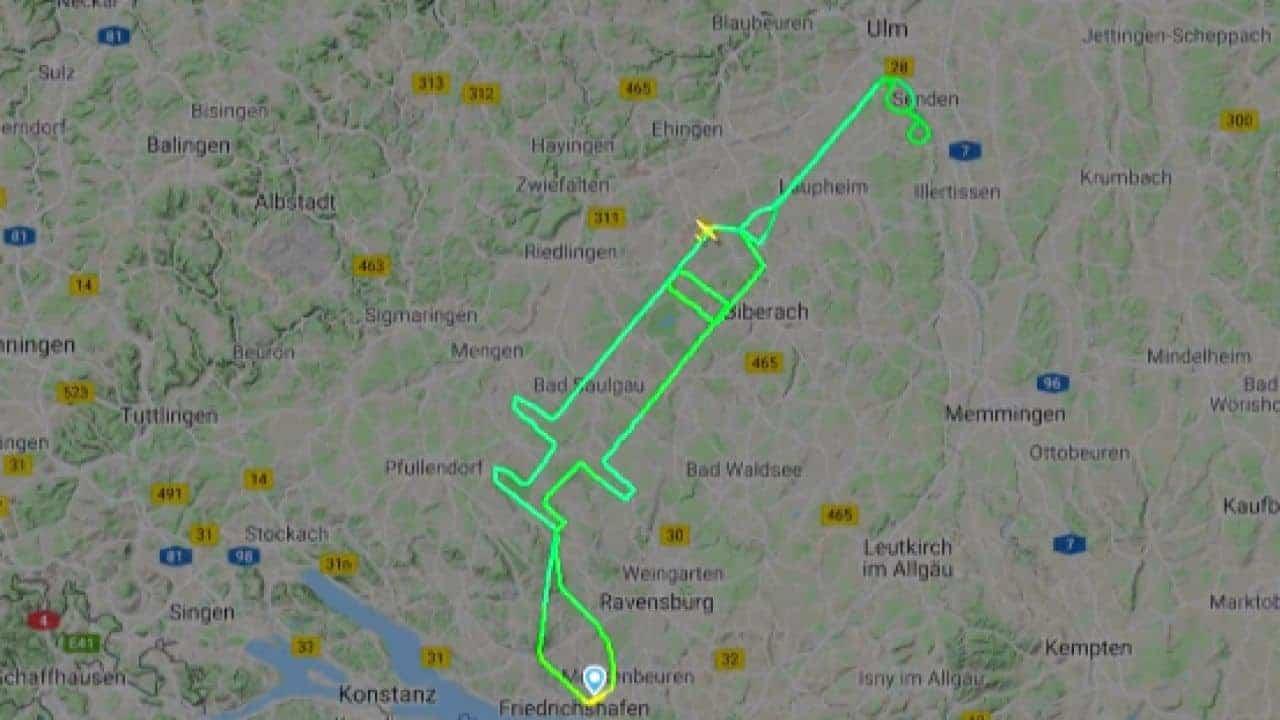 Alemania-piloto-traza-un-recorrido-en-forma-de-jeringa-en-el-cielo-para-celebrar-el-comienzo-de-la-vacunacion-contra-el-covid-19-en-europa-1