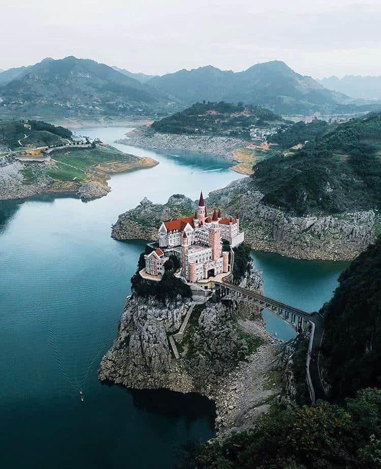 Por 30 euros puedes dormir en Jilong Castle, un castillo de princesa de Disney situado en el suroeste de China