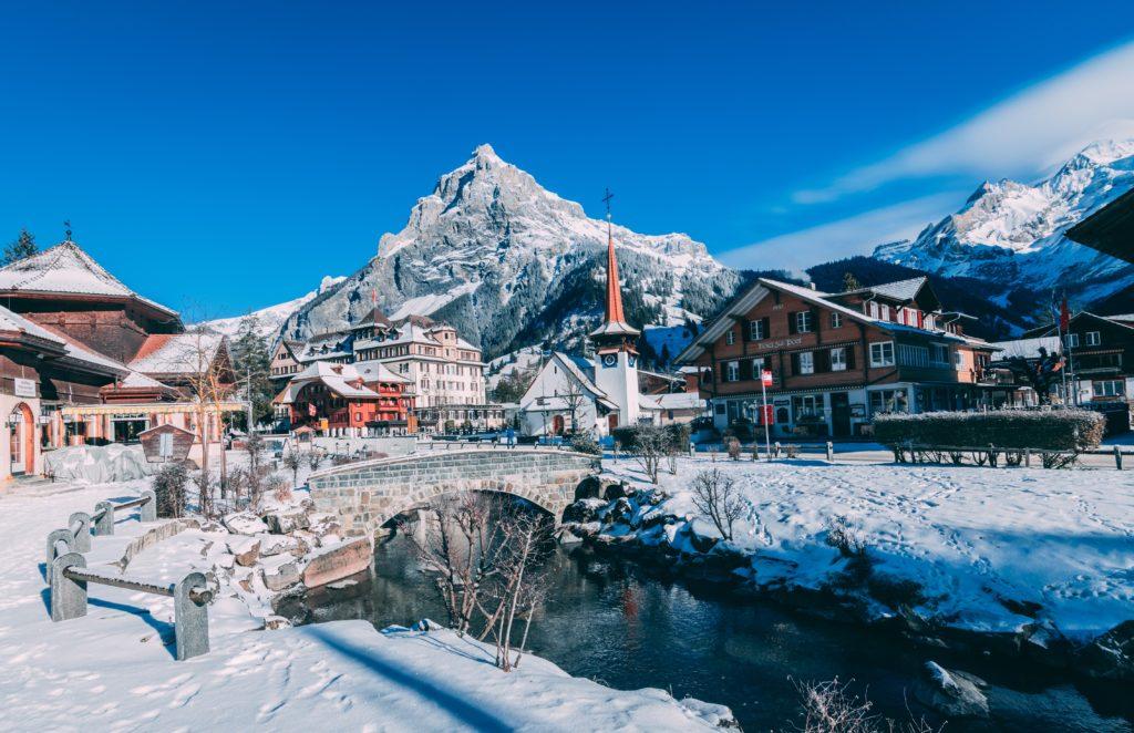Mas de 200 turistas del Reino Unido rompieron la cuarentena en un complejo de esquí de Suiza