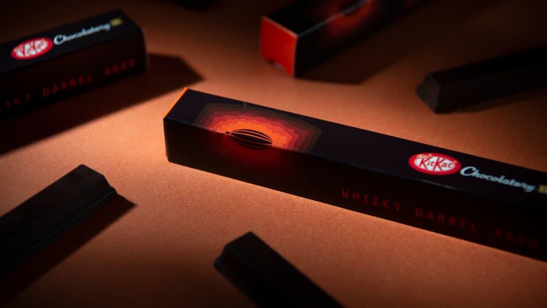 Kit Kat lanzó una nueva barra de chocolate exclusiva para Japón que está hecha con granos de cacao añejados en whisky escocés