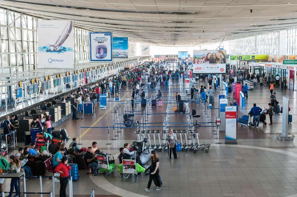 Chile anuncia cuarentena obligatoria de 10 días para viajeros extranjeros tras reportar caso de la nueva cepa del COVID-19
