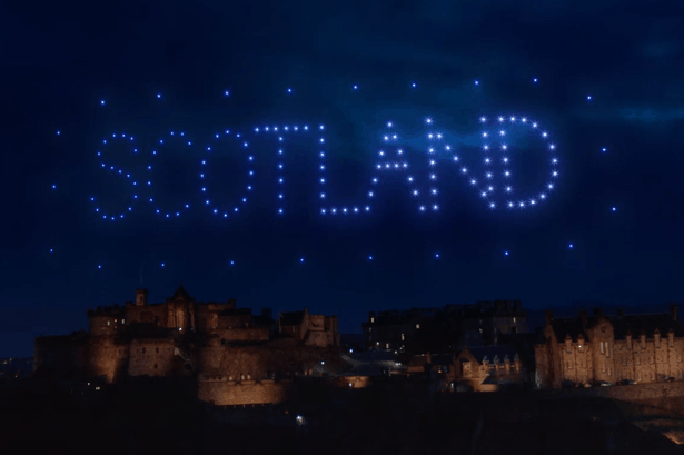 El Cielo De Escocia Se Iluminó Para La Celebración Virtual De Hogmanay, El Último Día Del Año