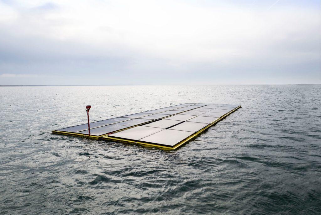 parque solar flotante