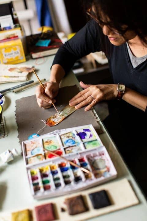 """Conoce """"363 Days of Tea"""", el insólito proyecto de una artista visual que crea arte con bolsas de té usadas"""