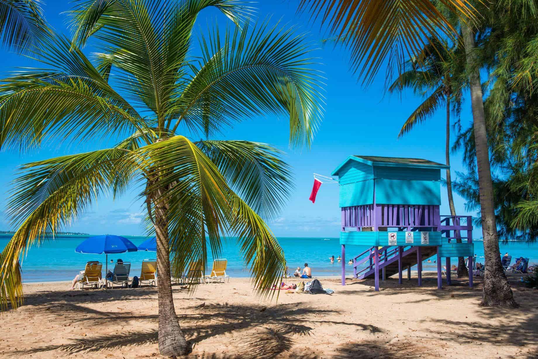 Puerto Rico reabrirá sus playas y reduce sus restricciones por COVID-19