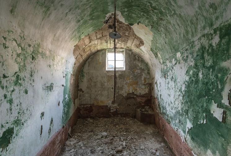 prisión de Autun Francia Asi es como luce hoy la prision abandonada de Autun una de las primeras en adoptar el modelo panoptico 4