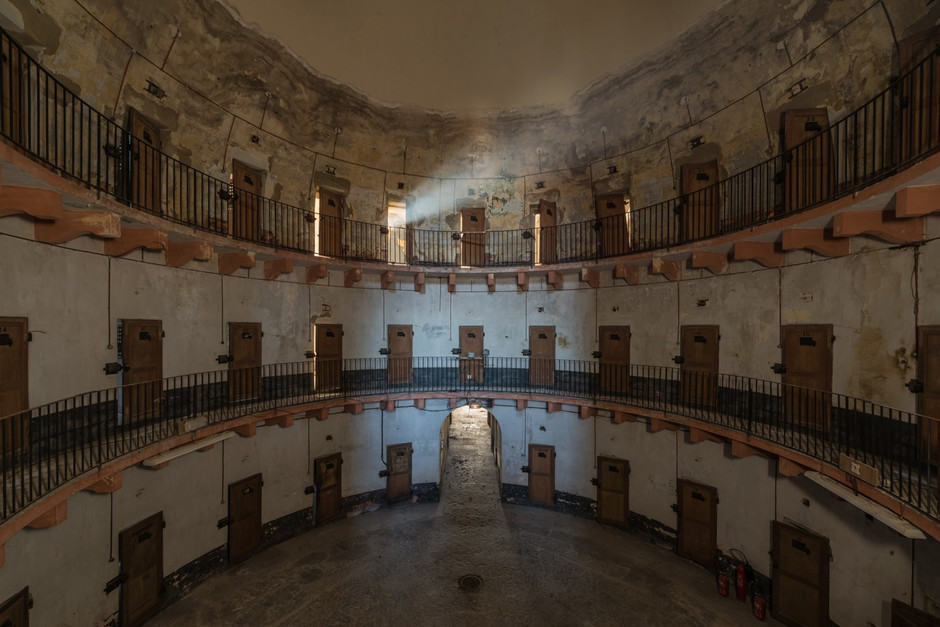 Francia: Así es como luce hoy la prisión abandonada de Autun, una de las primeras en adoptar el modelo panóptico