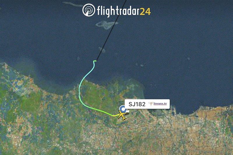 Indonesia: desapareció un avión Boeing 737 con más de 60 personas a bordo
