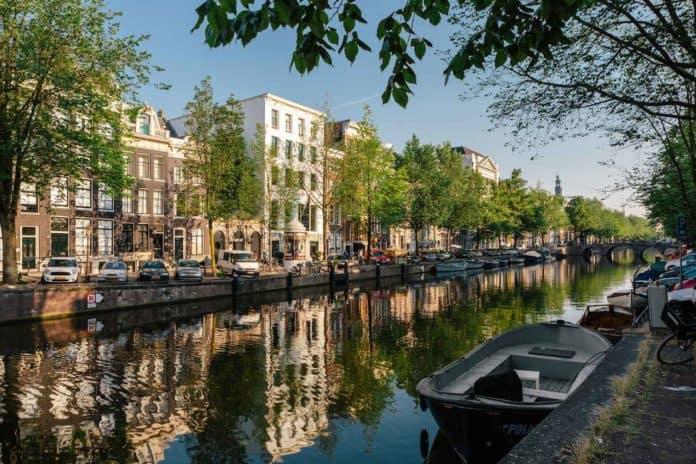 El alcalde de Ámsterdam quiere prohibir a los turistas la entrada a las cafeterías de cannabis a partir de 2022