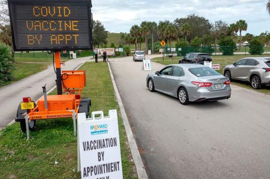 Florida se vuelve protagonista del turismo de vacunas debido a los pocos requisitos exigidos para vacunarse contra el COVID-19