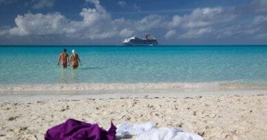 Crucero-nudista1-Foto-Bare-Necessities-1024x539