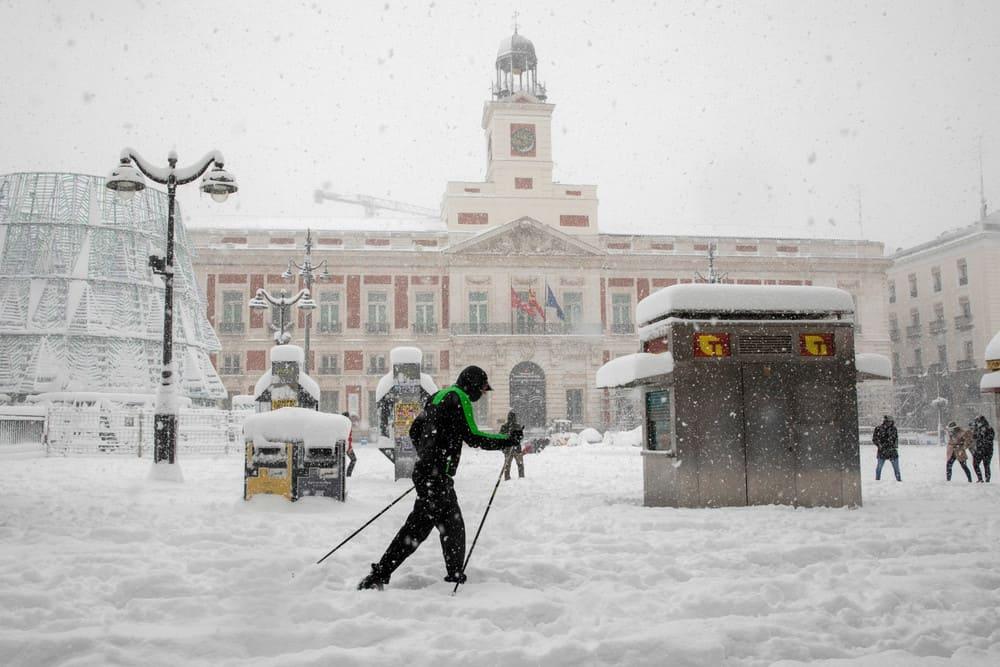imagen calles de Madrid GALERIA Lo que Filomena dejo en las calles de Madrid 11 las mejores fotografias de una ciudad tenida de un historico temporal de nieve