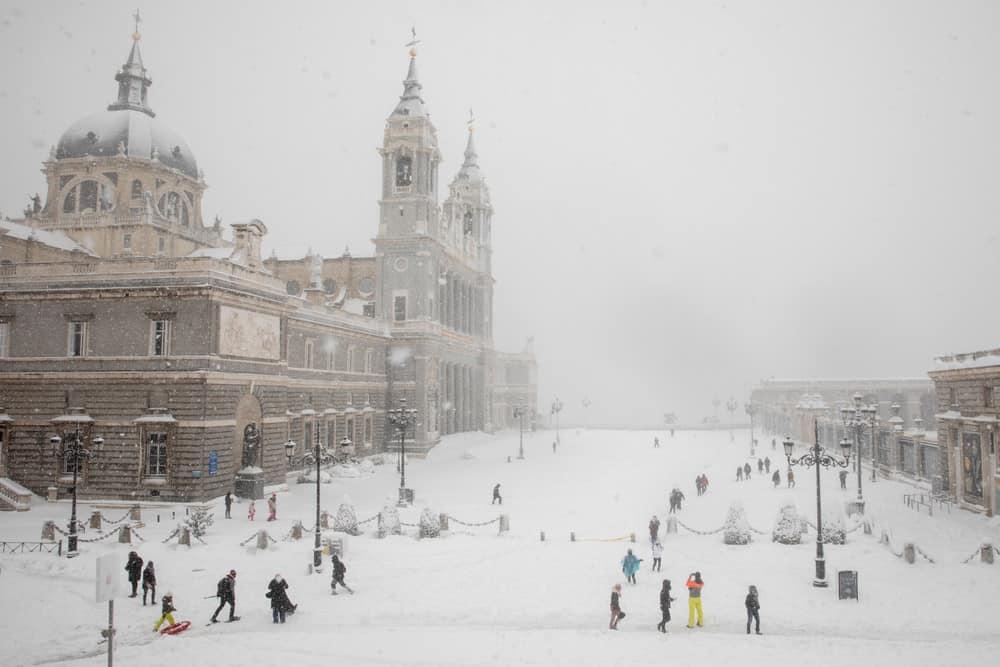 [GALERÍA] Lo que Filomena dejó en las calles de Madrid: las mejores fotografías de una ciudad teñida de un histórico temporal de nieve