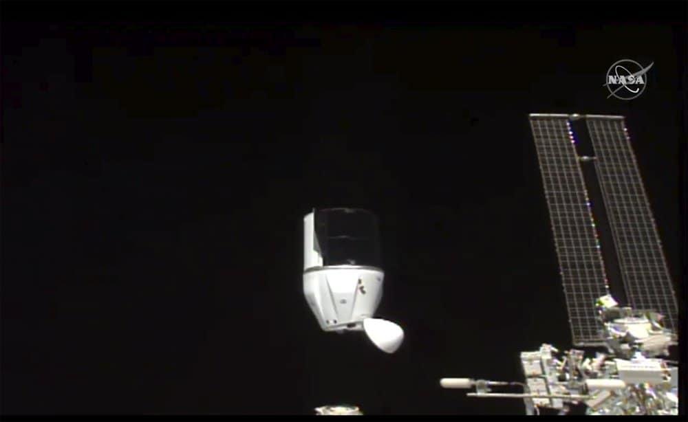 12 botellas de vino que se estuvieron añejando en el espacio hacen su regreso a la Tierra luego de un año