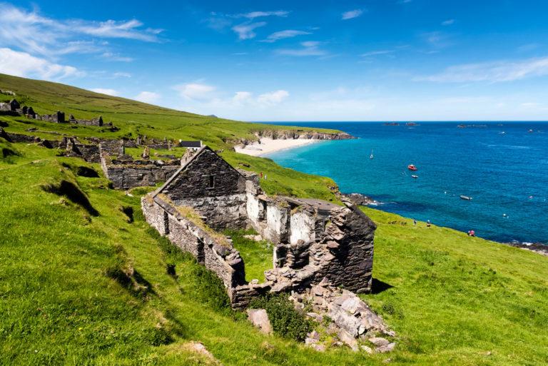 Esta isla irlandesa busca a dos personas para que se hagan cargo de su cafetería y las casas para huéspedes