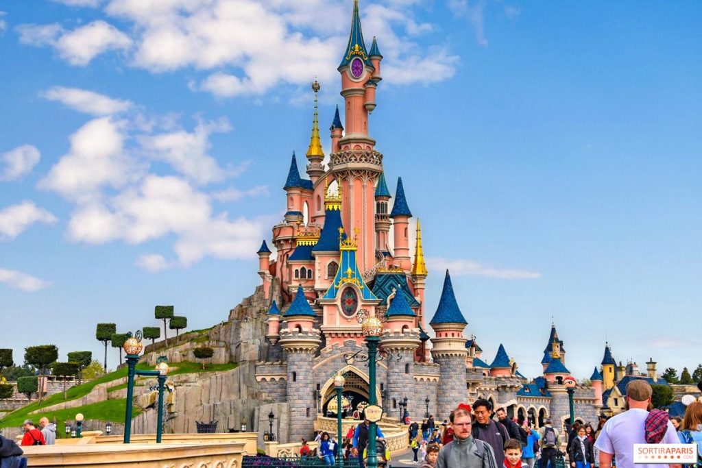 Disneyland París retrasa su reapertura hasta abril debido a la pandemia de COVID-19