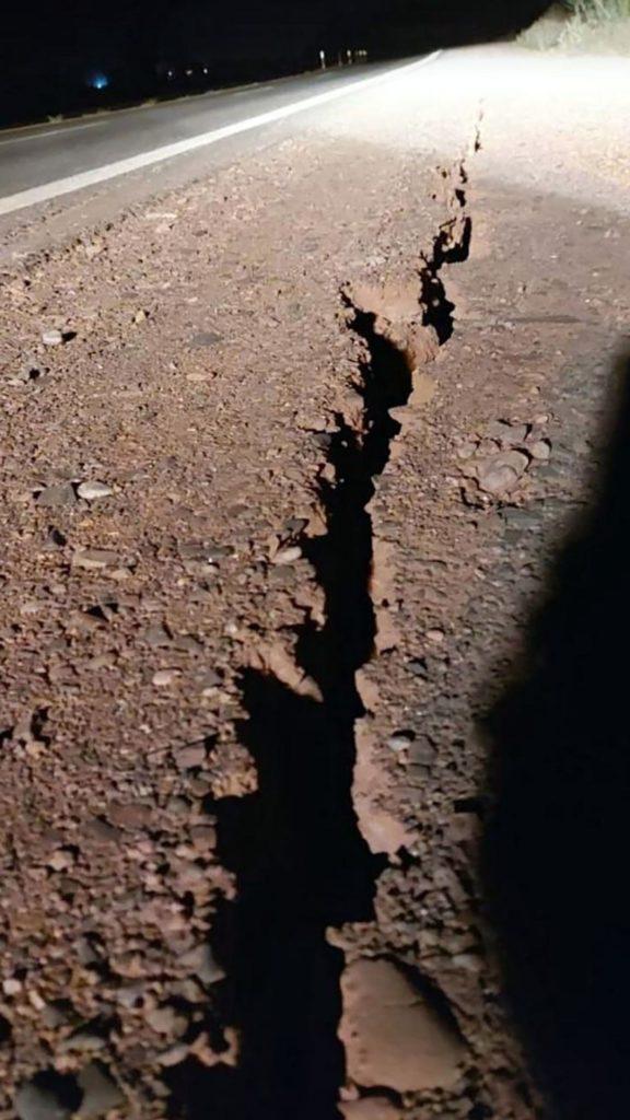 imagen terremoto de 6.4 grados grieta ruta