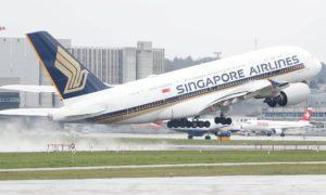 Esta aerolínea de Singapur planea ser la primera en el mundo en tener a toda su tripulación vacunada