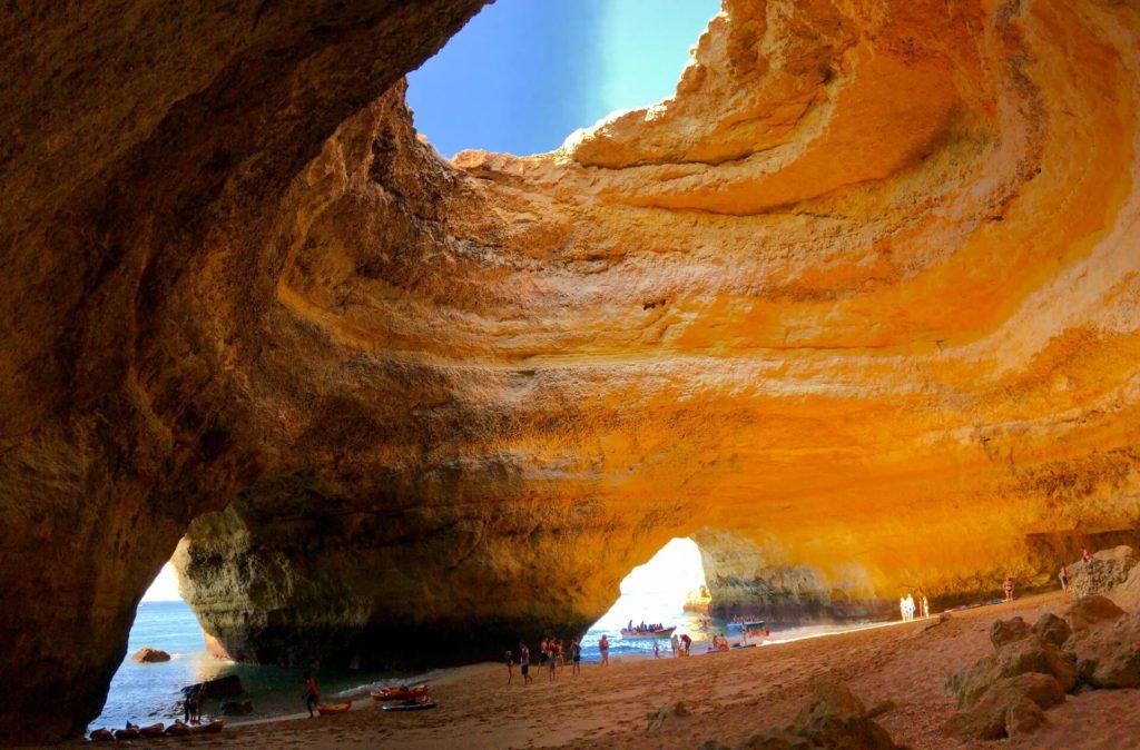 imagen Cueva de Benagil mondo generator P4FhdmO6H2I unsplash 1