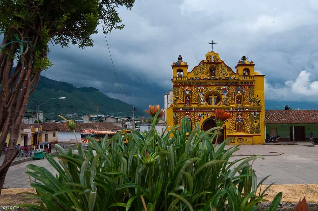 imagen iglesias más extrañas del mundo 14393220659 14ca7e212e b 1