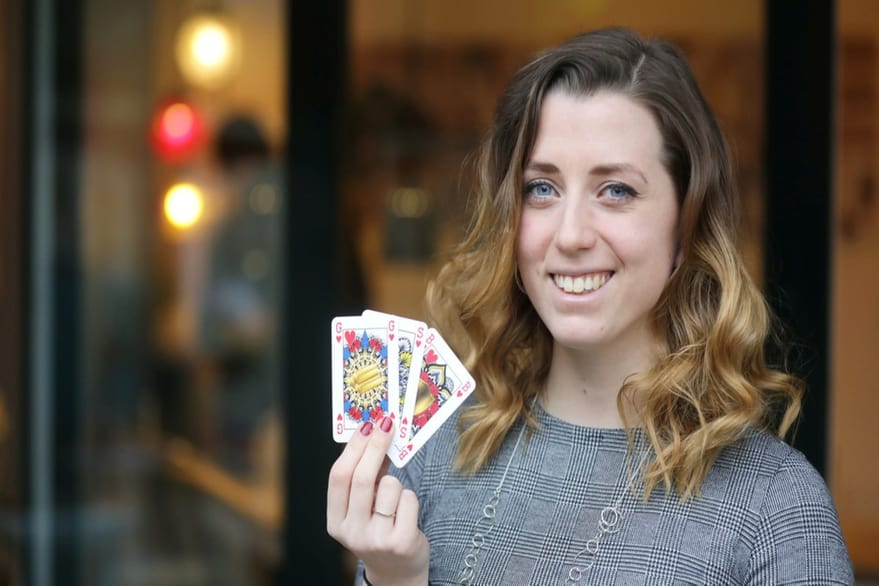 Diseñan un novedoso mazo de cartas de género neutro, sin la presencia de reyes ni reinas