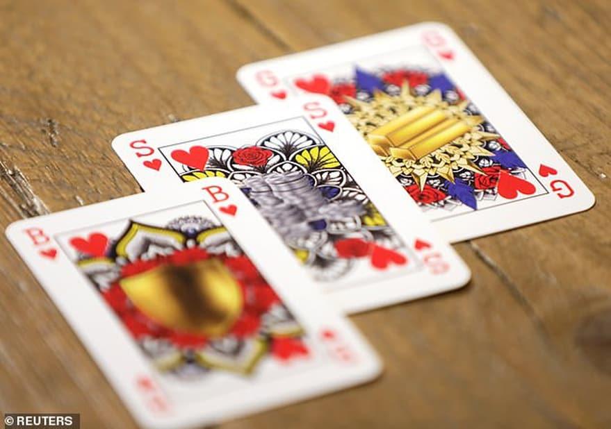 imagen mazo de cartas Disenan un novedoso mazo de cartas de genero neutro sin la presencia de reyes ni reinas 2