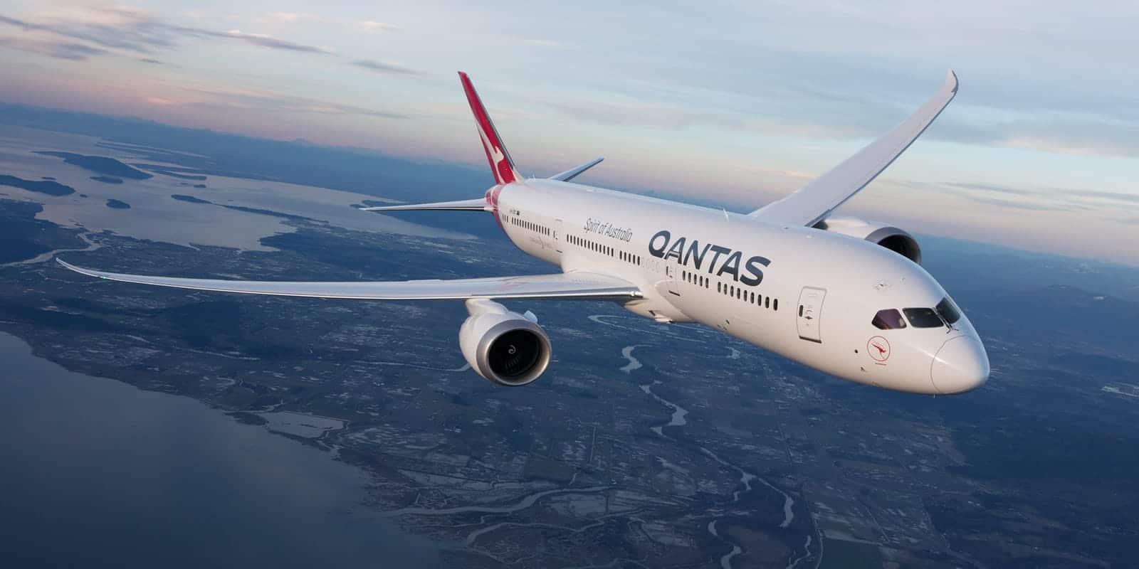 433a6a55-0a29-4c14-a53c-c437623a7813-Qantas_Dreamliner