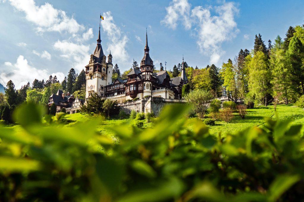 Las personas que viajen a Rumania y se hayan vacunado contra el COVID-19 podrán saltearse la cuarentena